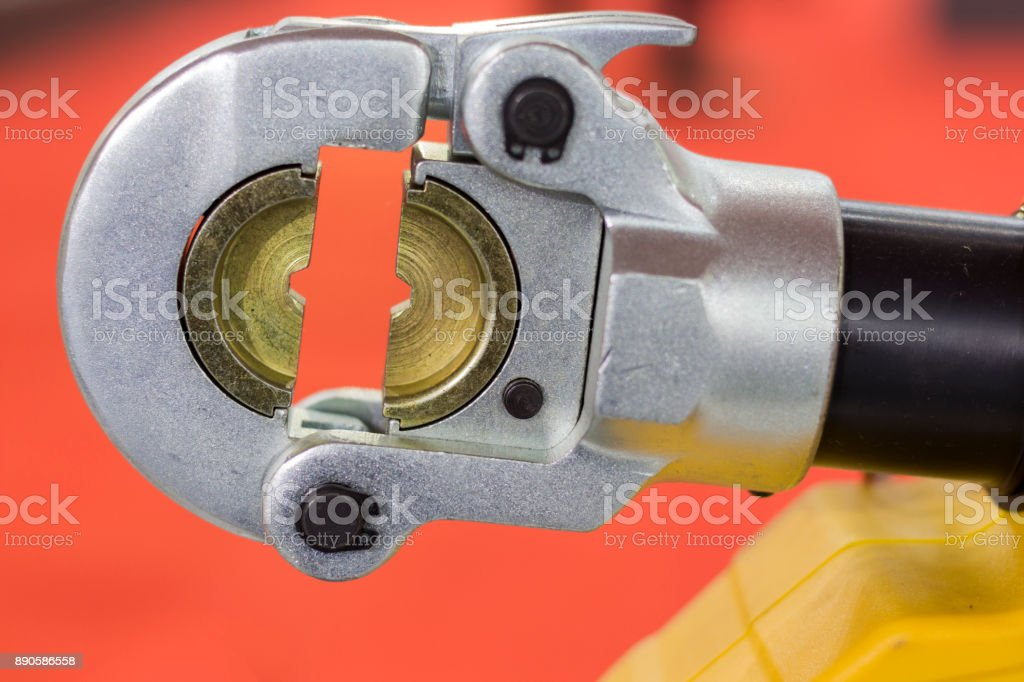 Cutter métal hydraulique- - Photo