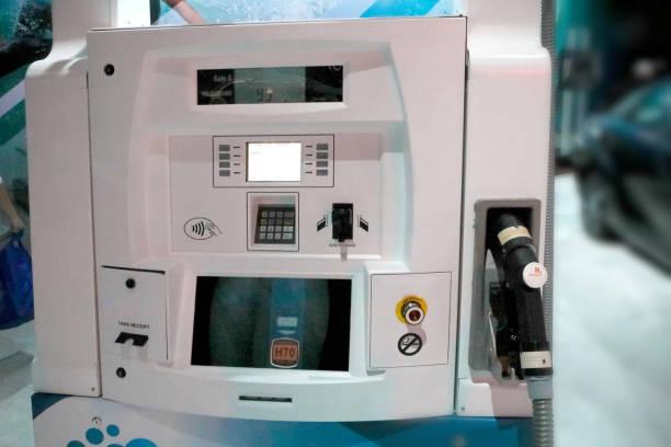 hydrogen fuel pump - pila a idrogeno foto e immagini stock