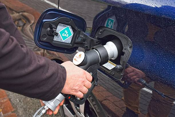 idrogeno rifornimento alla stazione di riempimento idrogeno - pila a idrogeno foto e immagini stock