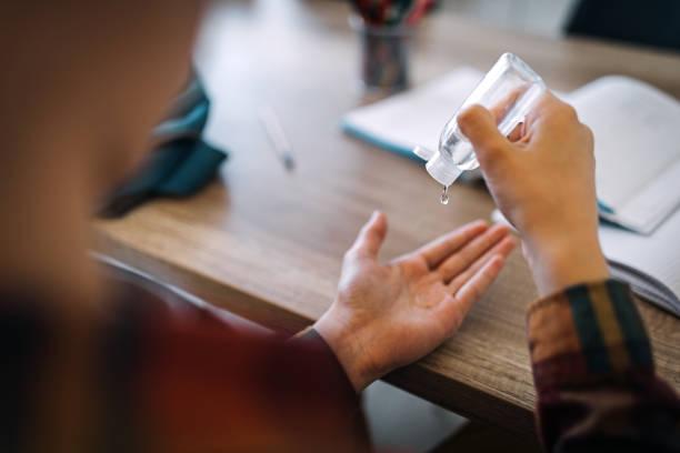primero higiene - hand sanitizer fotografías e imágenes de stock