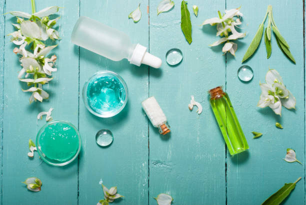 hygieneartikel auf blau - tropfenblatt tisch stock-fotos und bilder
