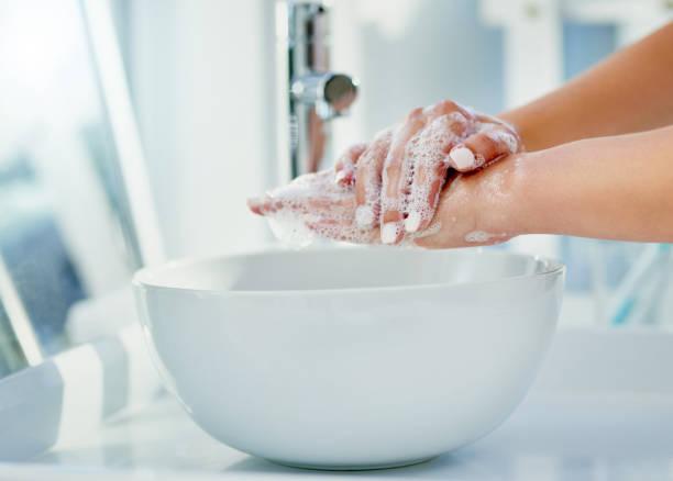 hygiene starts at home - lavarsi le mani foto e immagini stock