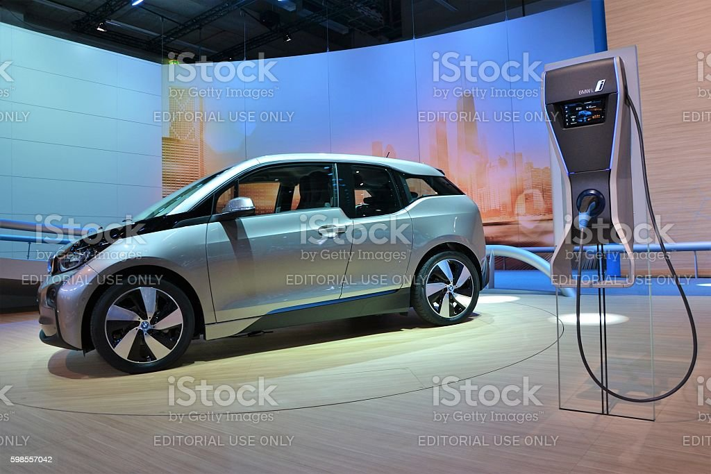 BMW i3 and electric charging point – Foto