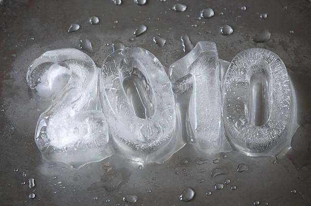 ice 2010 con gocce su argento - 2010 foto e immagini stock