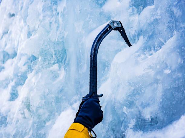 ice axe - アイスクライミング ストックフォトと画像