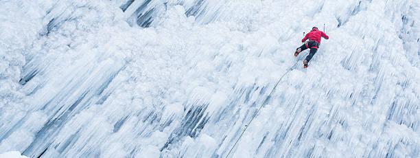 ice 凱旋上昇した凍った滝 - アイスクライミング ストックフォトと画像