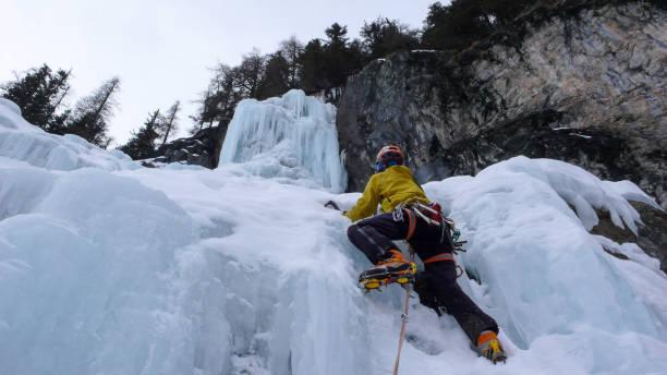 スイス連邦共和国でアイス クライミング - アイスクライミング ストックフォトと画像