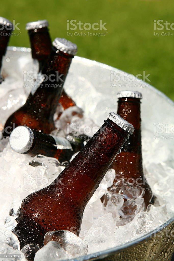 Gelo cerveja gelada - foto de acervo