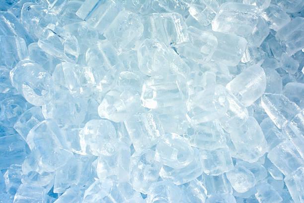 ice cold for mixed drinks in summer. - eiswürfel stock-fotos und bilder