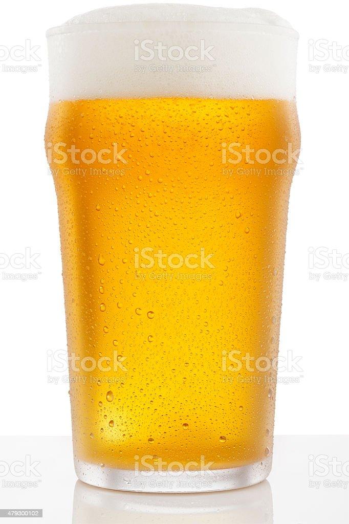 Eiskaltes Glas Bier überdachte mit Wassertropfen Kondenswasser – Foto