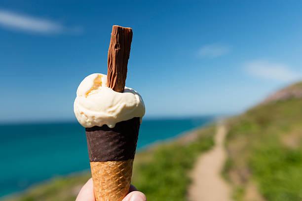ice cream cone - ice cream cone stock pictures, royalty-free photos & images
