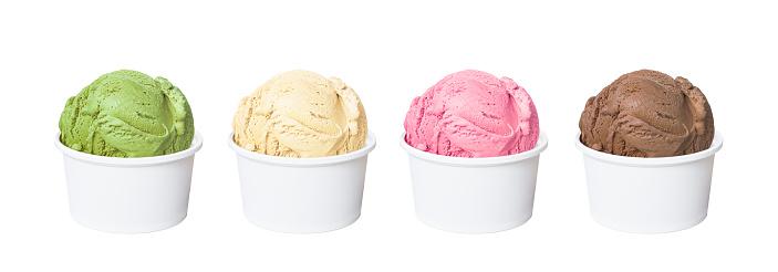 Ice Cream Scoops In White Cups Of Chocolate Strawberry Vanilla And Green Tea Flavours Isolated On White Background - Fotografie stock e altre immagini di Bacca