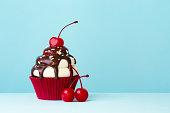 istock Ice cream sundae cupcake 510873433