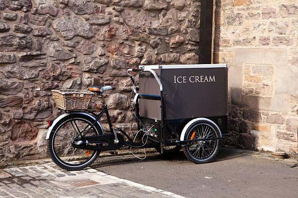 Ice Cream Truck mit Fahrrad – Foto