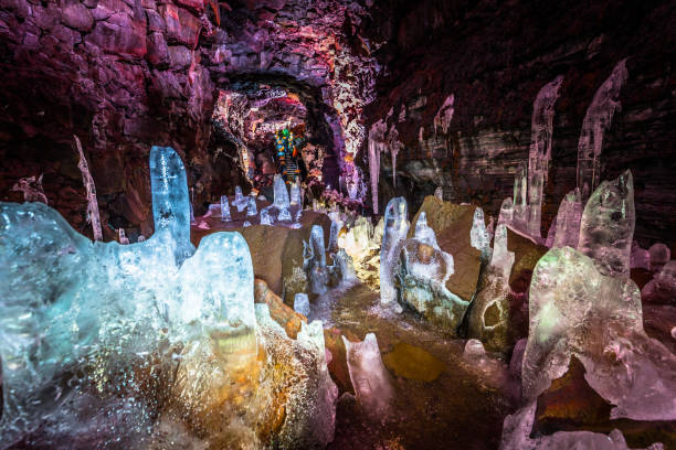 Raufarholshellir - 4. Mai 2018: Eiskristalle innerhalb der Raufarholshellir Lavatunnel, Island – Foto