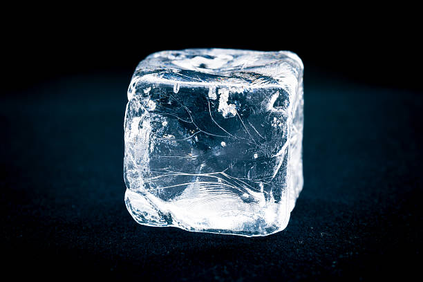 ice cube - eiswürfel stock-fotos und bilder