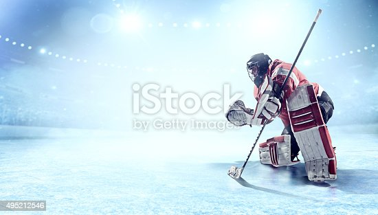 istock Ice hockey goalie 495212546