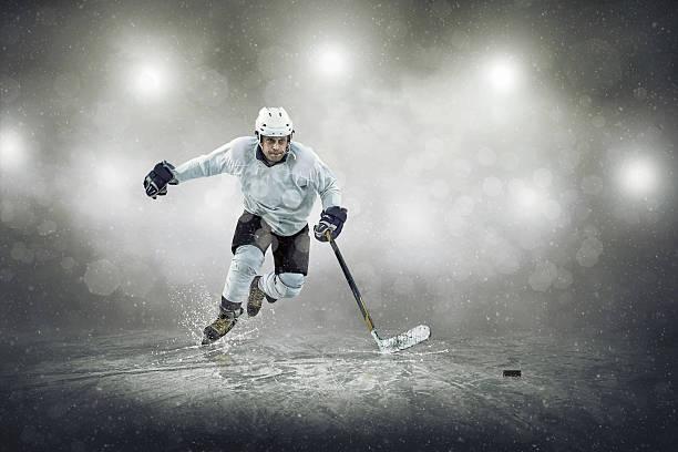 Jogador de hóquei no gelo, ao ar livre - foto de acervo