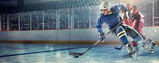 jugadores en acción de hockey sobre hielo - hockey fotografías e imágenes de stock