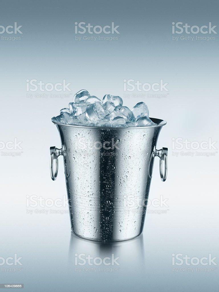 Balde de gelo em - foto de acervo