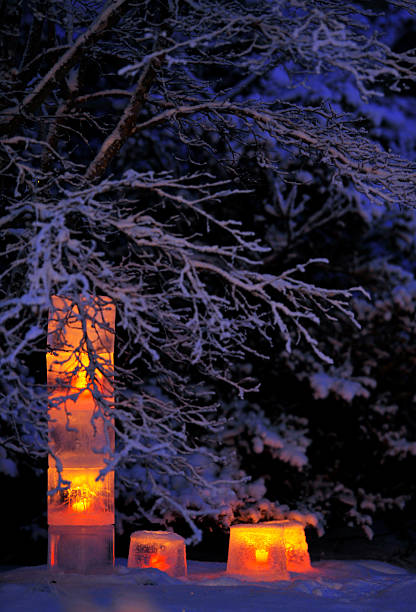 ice lanterns in the garden - christmas border stockfoto's en -beelden