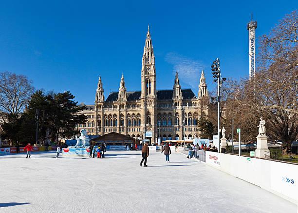Eisläufer vor der City Hall auf Wien – Foto