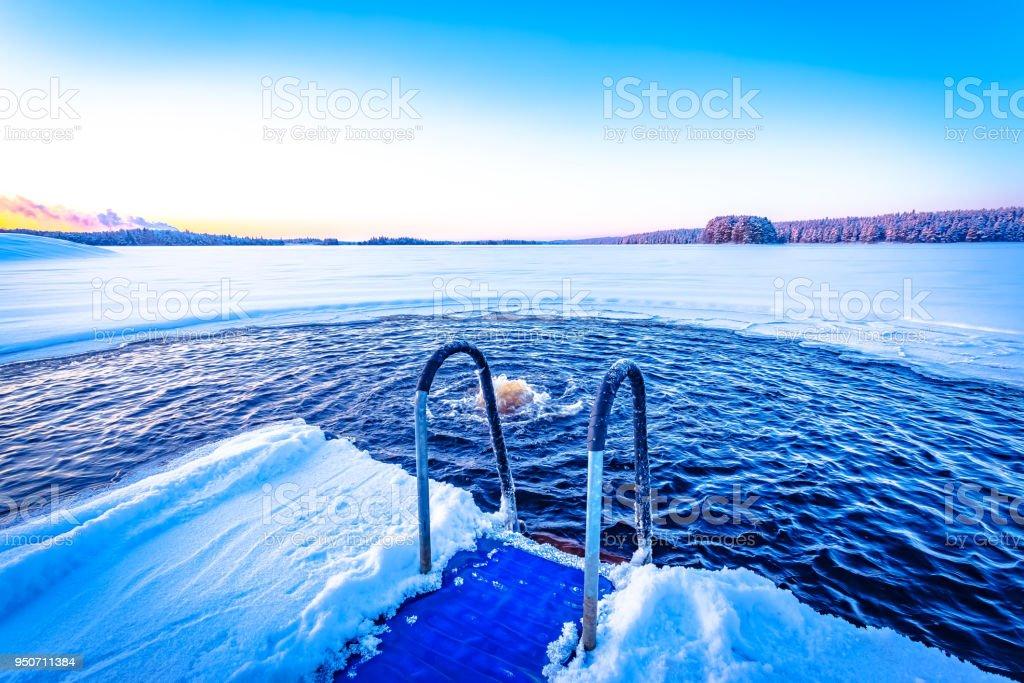 Eis Schwimmen Plac von Kuhmo, Finnland – Foto