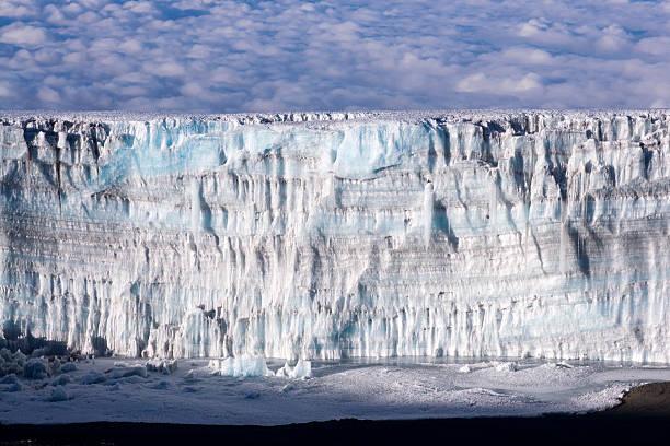 ice 壁のキリマンジャロサミット - アイスクライミング ストックフォトと画像