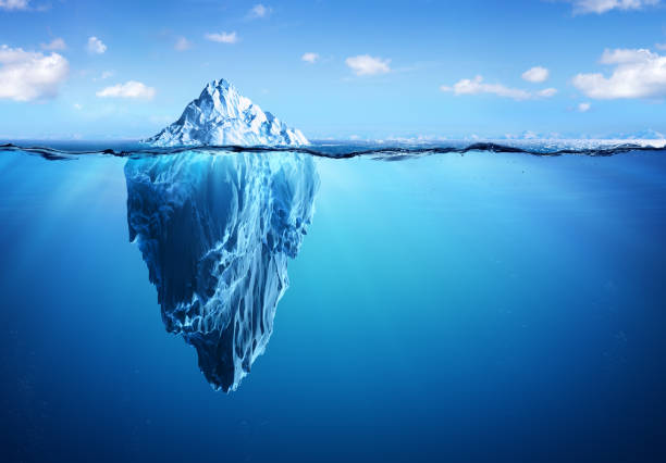 iceberg floating in arctic sea - rischio foto e immagini stock