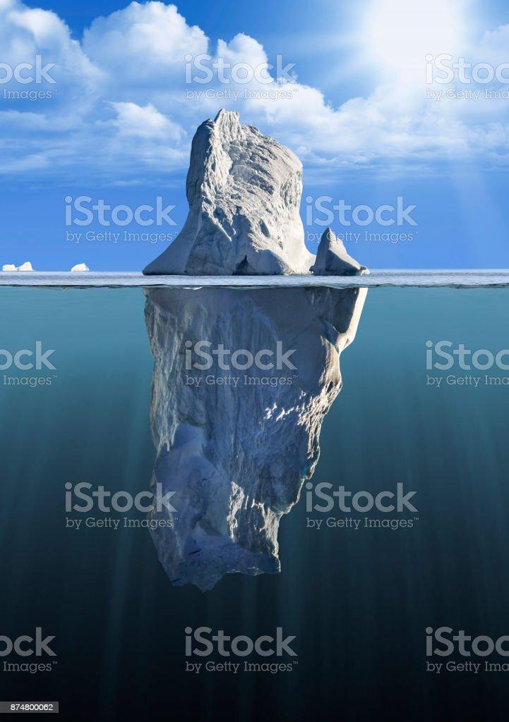 Eisberg über und unter Wasser mit Blick auf die – Foto