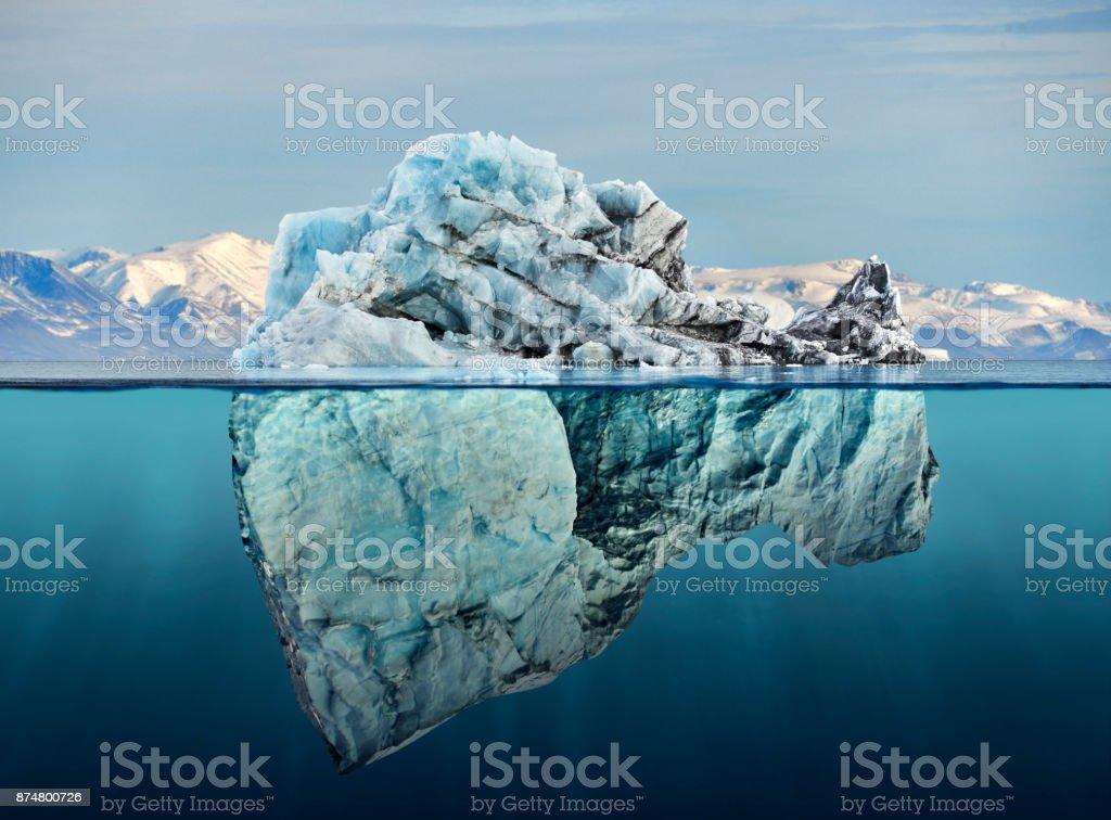 冰山與上面和水下的看法圖像檔