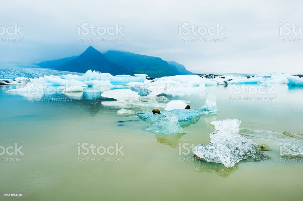 冰川湖中的冰山。 冰島 免版稅 stock photo