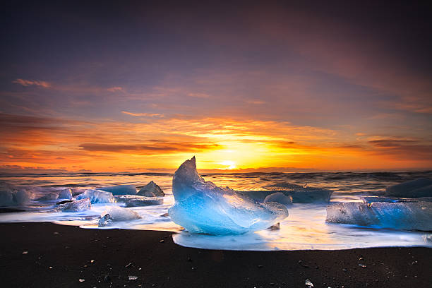 Icebergs of Jökulsárlón Beach Sunset at Jökulsárlón, Iceland jokulsarlon stock pictures, royalty-free photos & images