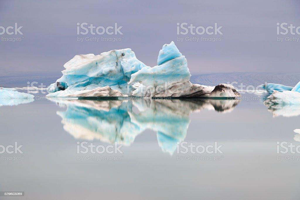 Icebergs sur le lagon bleu d'Islande stock photo