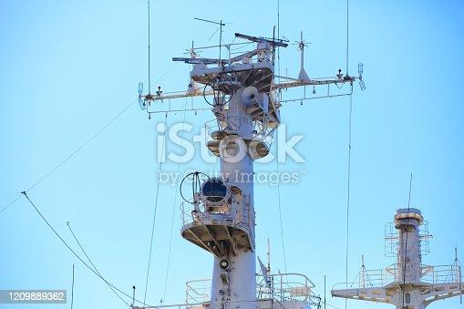 Radio must of nuclear icebreaker