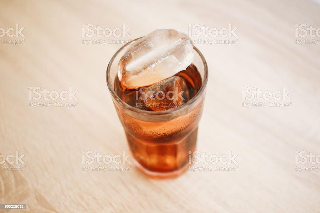 Iced Cold Cola - Zbiór zdjęć royalty-free (Bańka)