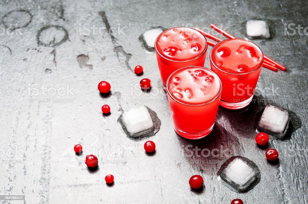 Eistee Cranberry Cocktail mit Wodka. Alkohol trinken erschossen. – Foto
