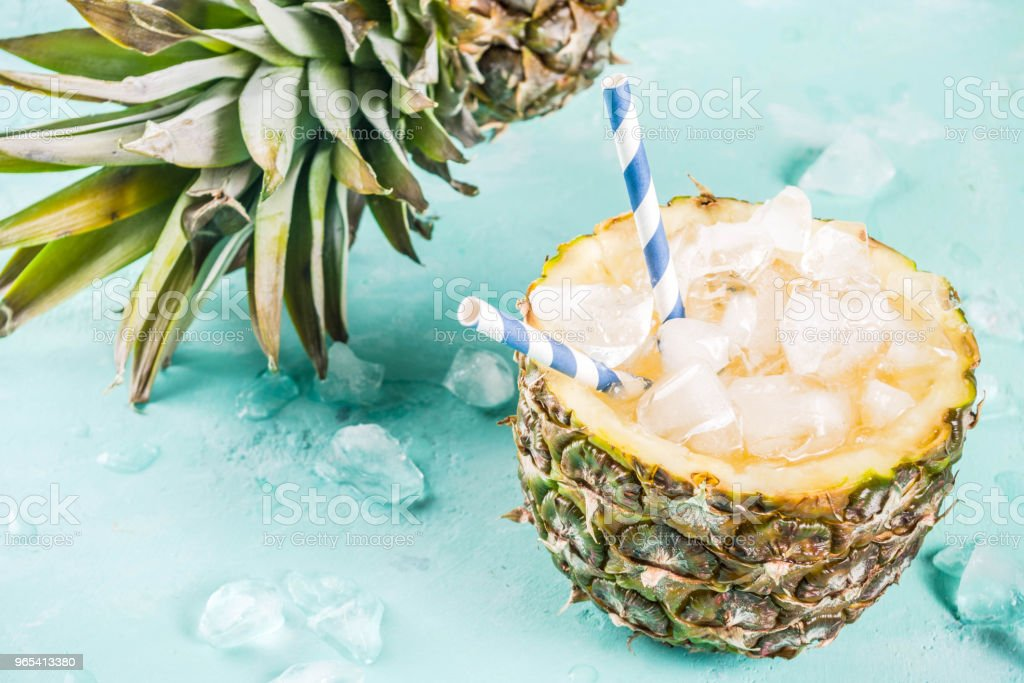 Iced pineapple cocktail zbiór zdjęć royalty-free
