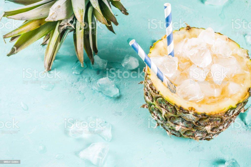 冰鳳梨雞尾酒 - 免版稅一片圖庫照片