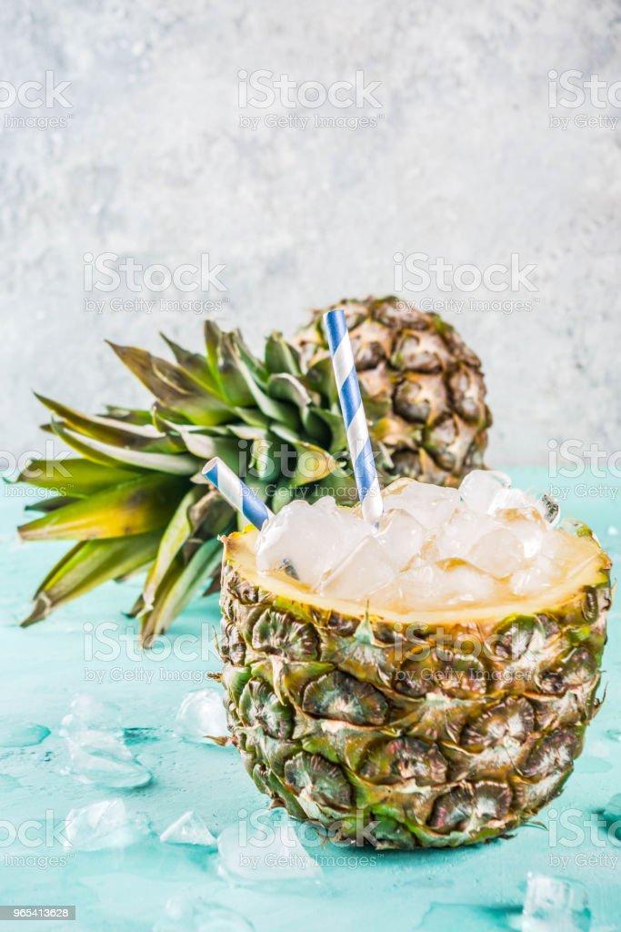 Geeiste Ananas cocktail - Lizenzfrei Abnehmen Stock-Foto