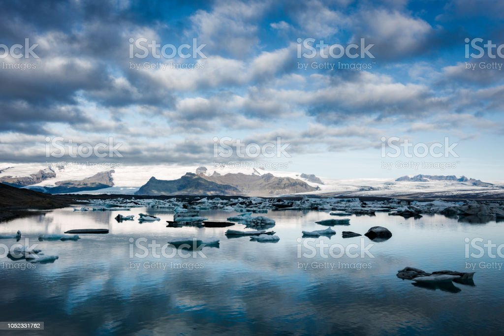 Iceland Jokulsarlon Icebergs Sunrise Sunrise at Jokulsarlon in late summer. Icebergs drifting in the early morning sun from the Vatnajokull Glacier into the North Atlantic Ocean. Jokulsarlon, Iceland, Northern Europe. Arctic Stock Photo
