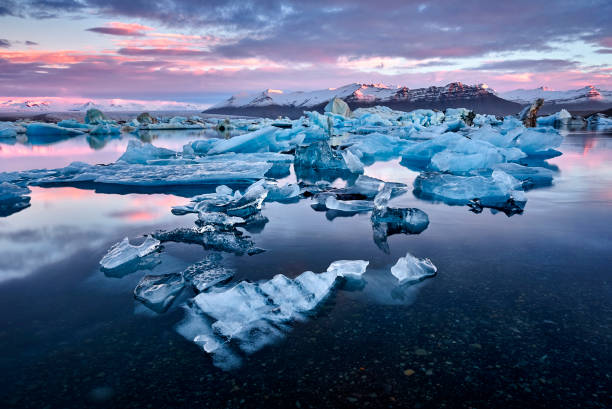 Iceland, Jokulsarlon lagoon, Beautiful cold landscape picture of icelandic glacier lagoon bay Iceland, Jokulsarlon lagoon, Beautiful cold landscape picture of icelandic glacier lagoon stock pictures, royalty-free photos & images
