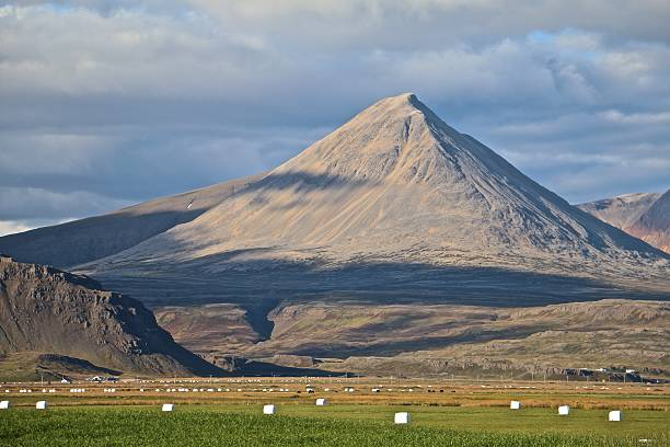 iceland mountains - aleks66 stock pictures, royalty-free photos & images