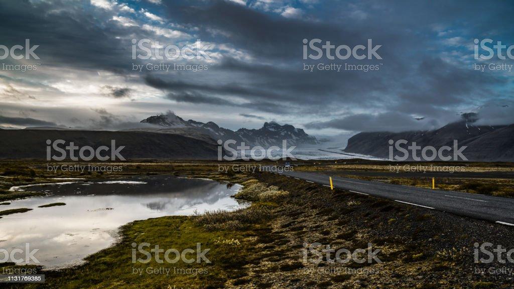 Iceland roads at dawn стоковое фото