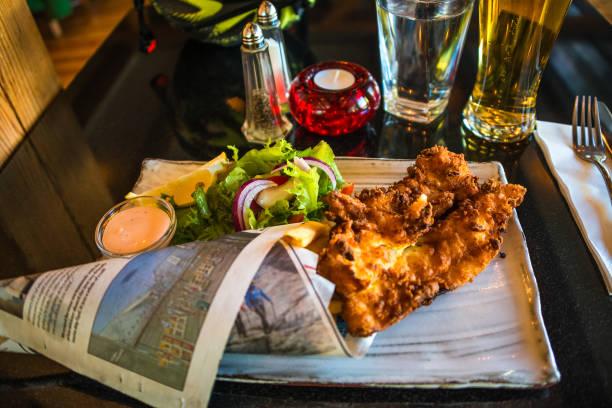 Isländische Chips und Fisch, traditionelle Küche auf Island – Foto