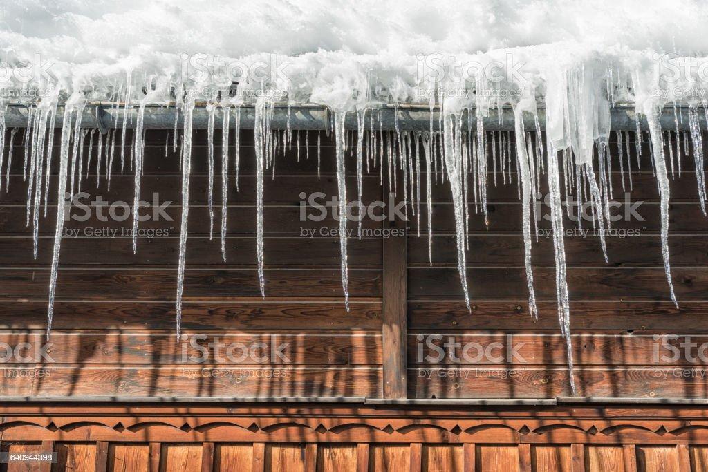 Pingentes pendurados em telhado - foto de acervo