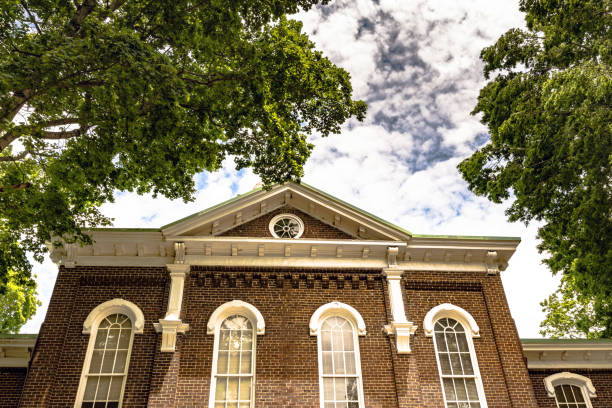 iconic loudon county courthouse - loudon stock photos and pictures