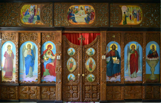 ikonostase - orthodoxe kathedrale des heiligen nikolaus, duschanbe, tadschikistan - russisch orthodoxe kirche stock-fotos und bilder