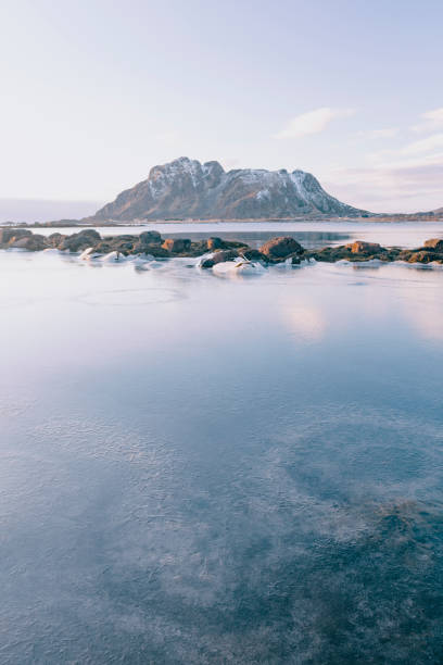 Icy winter landscape in the Vesteralen archipel in Northern Norway - foto stock