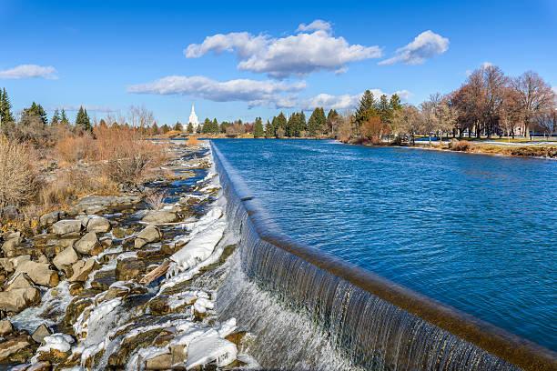 idaho falls, une cascade, landmark, snake river, documents d'identité et d'hiver - comores photos et images de collection